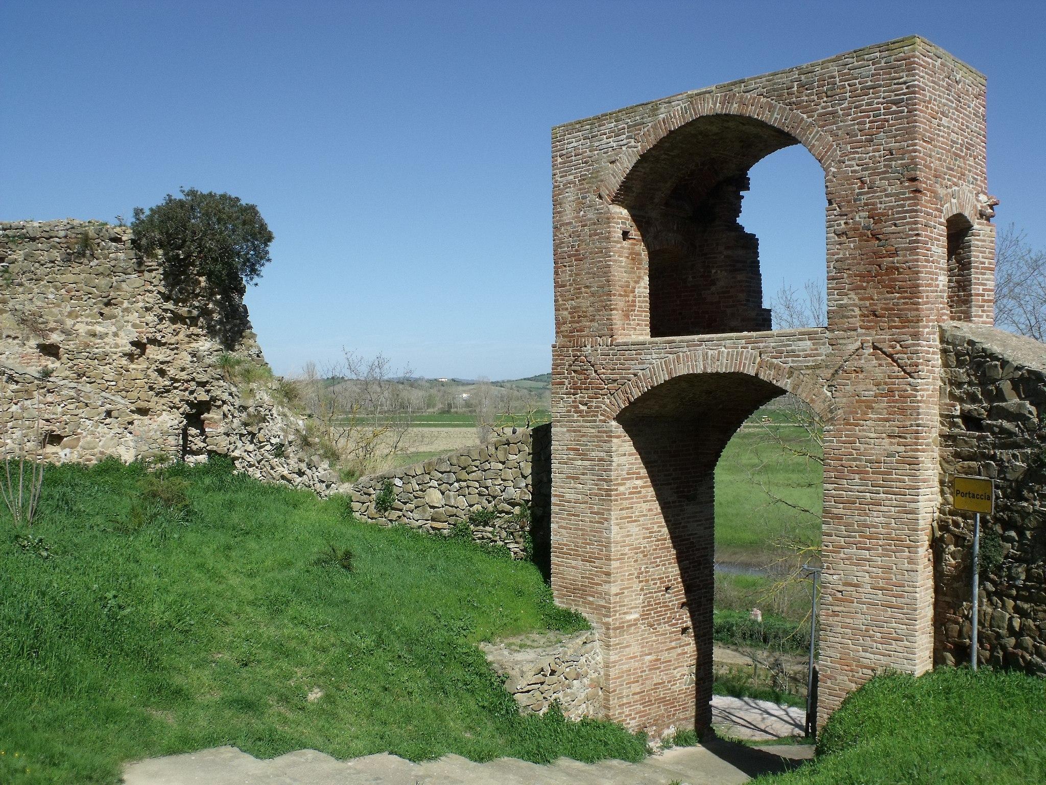 Istia d'Ombrone, Portaccia (Porta Senese o Porta al Pero)