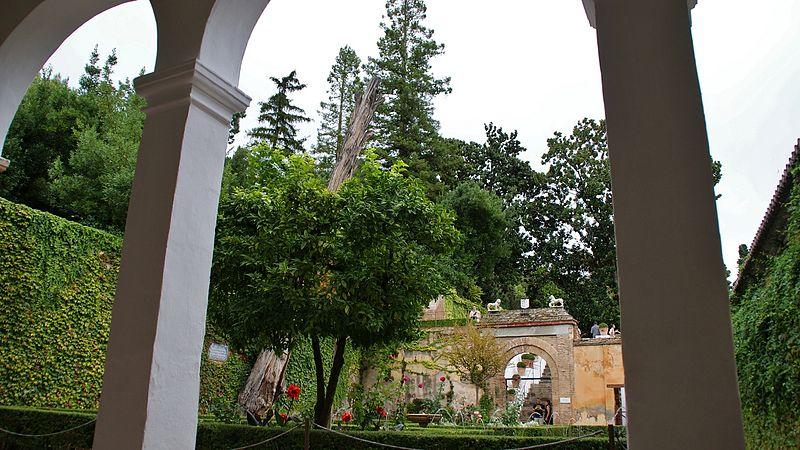 File jardines del generalife granada 26 jpg wikimedia for Jardines nazaries