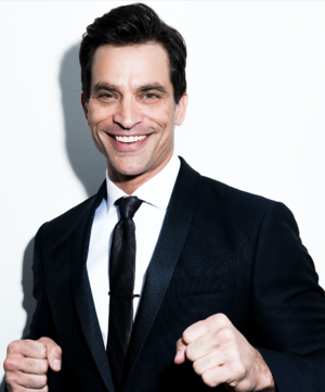 Johnathon Schaech - Image: Johnathon Schaech in Suit