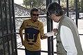José Alfonso Suárez del Real y Aguilera entregando gel antibacterial.jpg