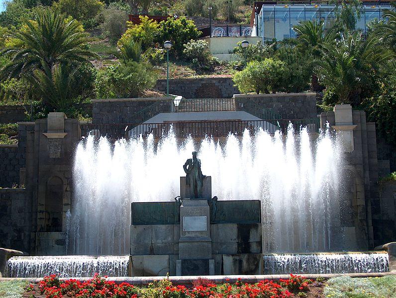File:Juan León y Castillo Monument-Las Palmas de Gran Canaria.jpg