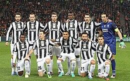 Bonucci (in piedi, secondo da destra) con i piemontesi campioni d'Italia nella stagione 2012-2013.