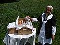 Kütőskalácsárus néni a Szent Anna tónál - panoramio.jpg