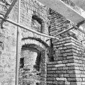 Kapel van het voormalige Agnietenklooster te Zutphen, fragment van de noordgevel (met rechts een hoek van de refter) in verval - Zutphen - 20227027 - RCE.jpg