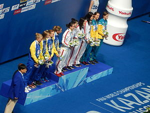 Fu Yuanhui - Fu Yuanhui, left on top step, victory ceremony 4 × 100 m medley relay (2015)