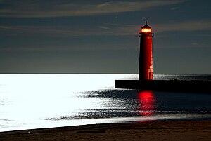 English: Kenosha lighthouse at night