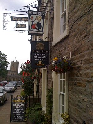 Askrigg - Image: Kings Arms, Askrigg, July 2011