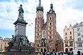 Kościół Mariacki w Krakowie i pomnik Mickiewicza.jpg