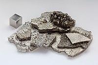Kobalt electrolytic and 1cm3 cube.jpg