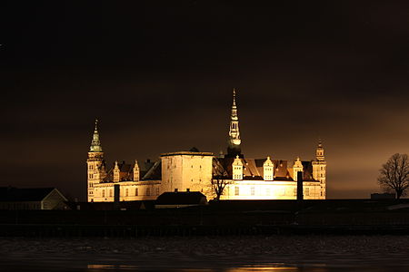 Kronborg Slot at night