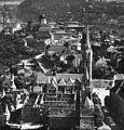 Légifotó a budai Várról, előtérben a Mátyás-templom, háttérben a Királyi Palota. Fortepan 77665.jpg