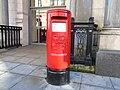L1 post box, Victoria Street.jpg