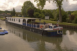 La Renaissance Hotel Barge On The Canal De Briare.jpg