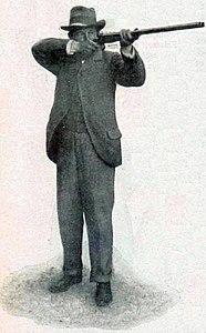 Le belge Léon de Lunden, vainqueur du concours de tir aux pigeons (exposition universelle 1900).jpg