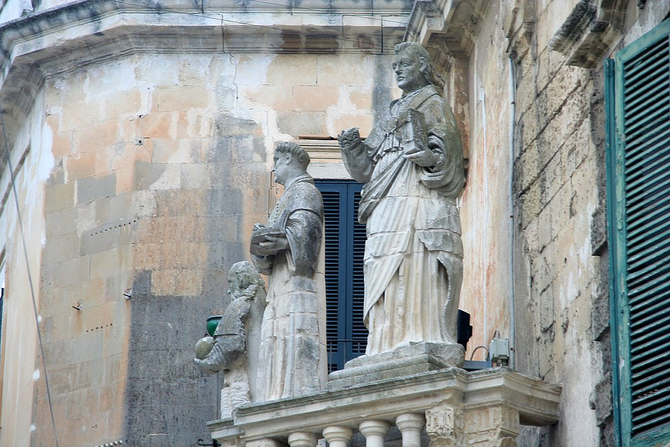 Lecce cathedral court 1