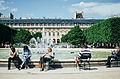 Les Parisiens profitent du beau temps au Jardin du Palais-Royal.jpg