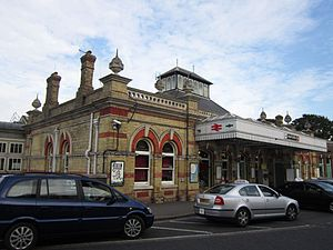 Lewes railway station - The station facade