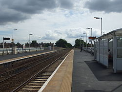 Leyton Midland Road stn look east 2012.JPG