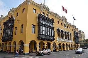 Municipal Palace of Lima - Frontis of the Municipal Palace of Lima and fountain of Viceroy García Sarmiento de Sotomayor Count of Salvatierra in the foreground