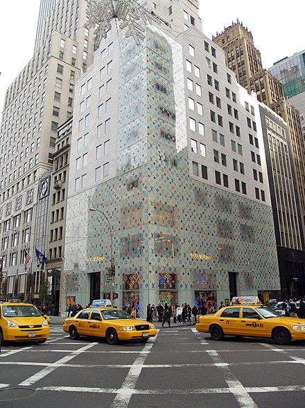 The store on Manhattan's Fifth Avenue. Louis Vuitton Fifth Avenue New York City.jpg