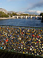 Love padlocks Pont des Arts 2012-10-13 n02.jpg