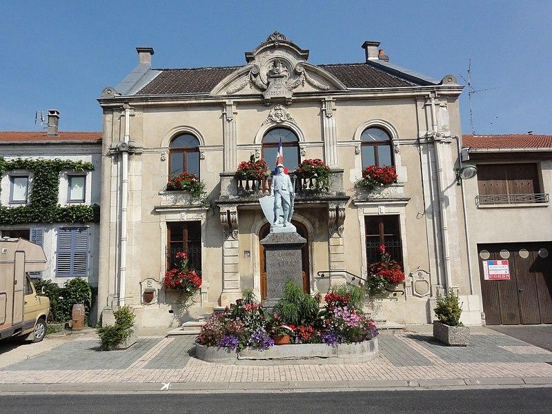 Lucey (Meurthe-et-M.) mairie et monument aux morts