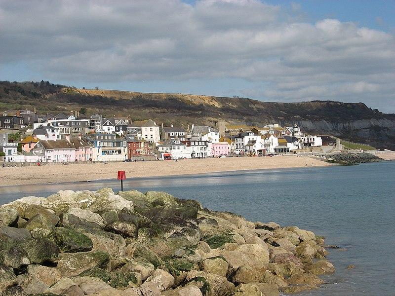 File:Lyme Regis - panoramio.jpg