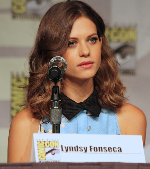 The 31-year old daughter of father James Victor Fonseca and mother Lima Lynn Fonseca, 165 cm tall Lyndsy Fonseca in 2018 photo