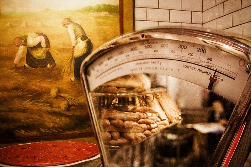 File:Lyon 3e lesHalles pain.jpg