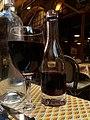 Lyon 5e - Les Ventres Jaunes, fillette à côté d'un verre et d'une bouteille d'eau.jpg