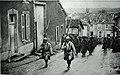 M 132 11 rue des faubourgs de Verdun avec des prisonniers.jpg