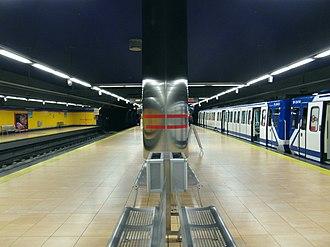 Pinar de Chamartín (Madrid Metro) - Image: Madrid Metro Estación de Pinar de Chamartín (7190952974)