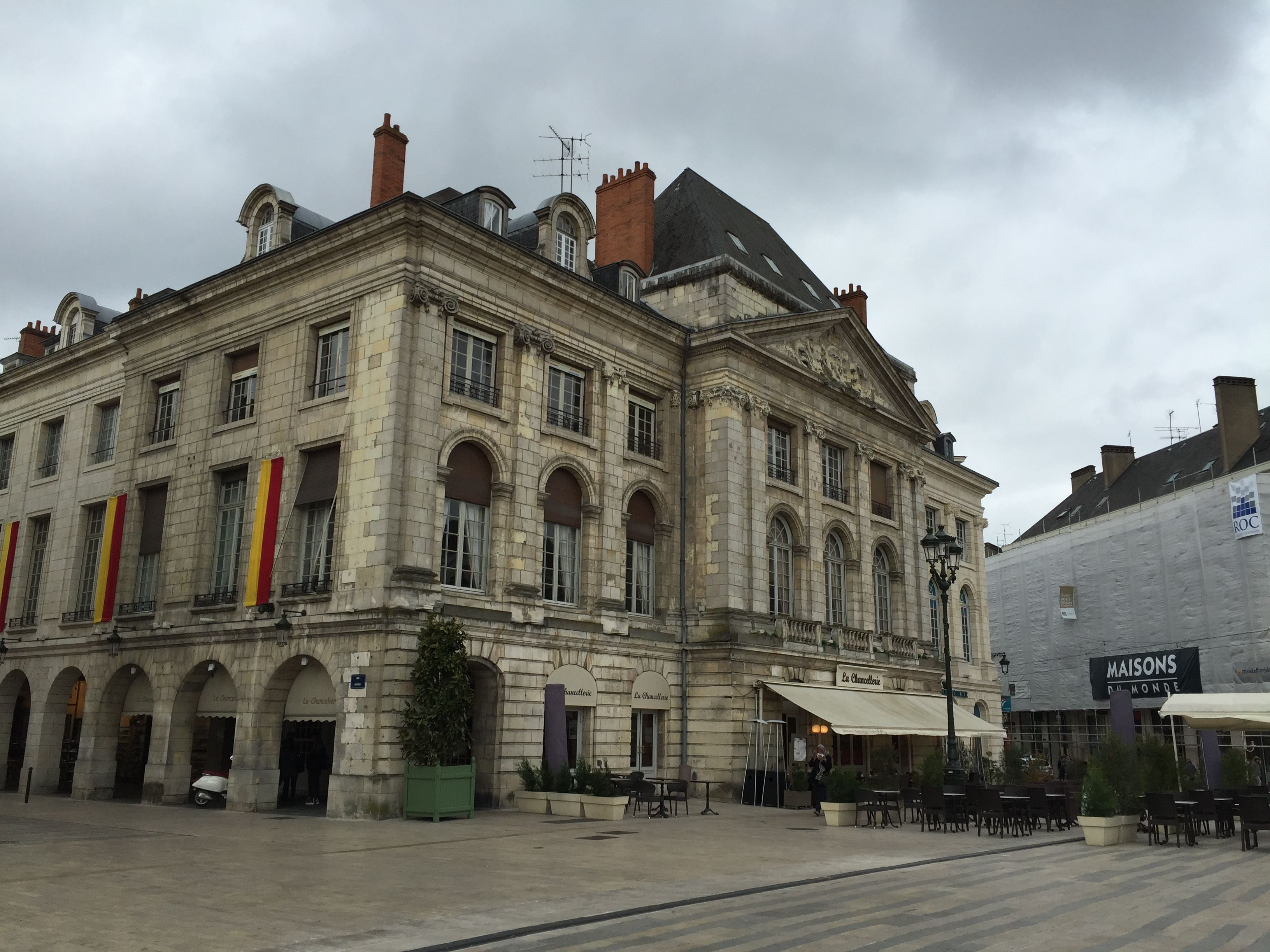 Fichier maison de la chancellerie place du martroi - La maison de la place saignon ...