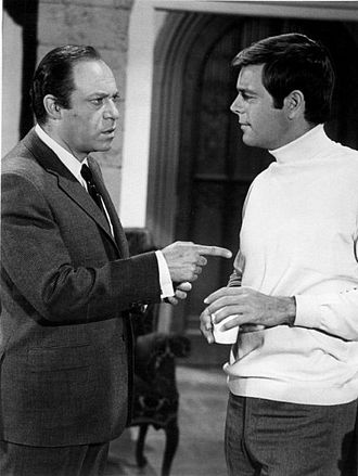 It Takes a Thief (1968 TV series) - Malachi Throne with Robert Wagner in It Takes a Thief, 1968.