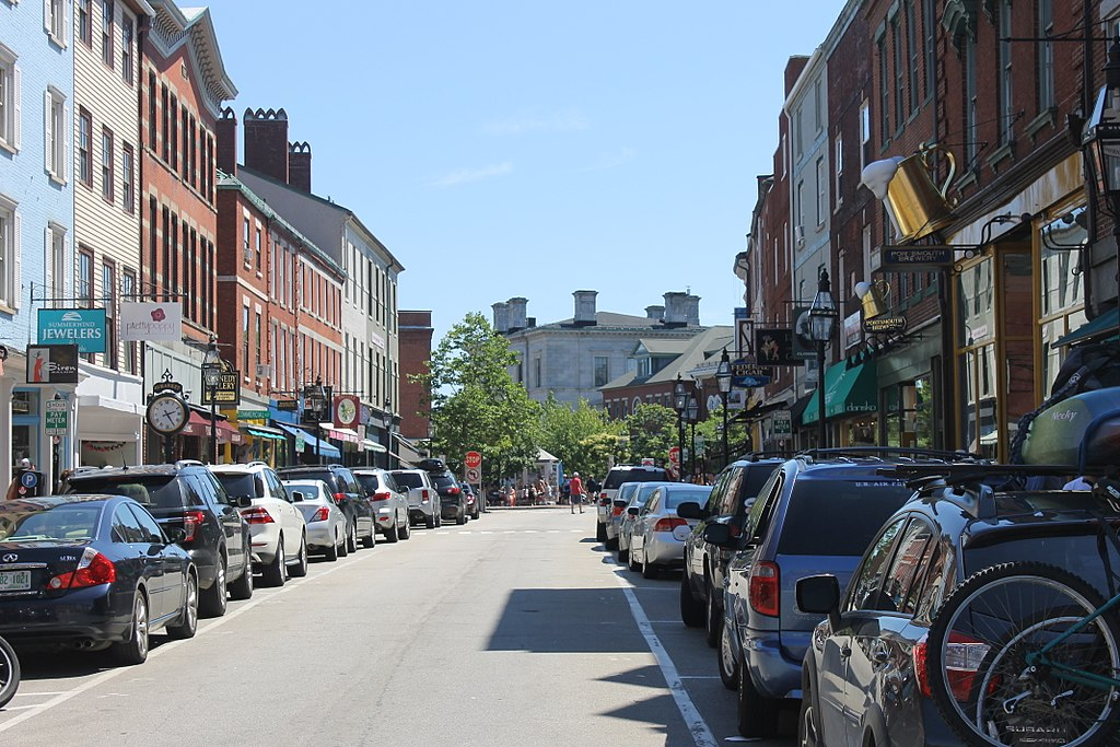 1024px-Market_St%2C_Portsmouth%2C_on_busy_summer_day_in_2014.jpg