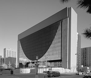 Gunnar Birkerts - Federal Reserve Bank of Minneapolis, 1973, (now: Marquette Plaza), in its original configuration.