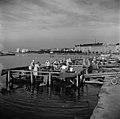 Matonpesulaitureita Uunisaarensalmessa Kaivopuiston rannassa - N210442 - hkm.HKMS000005-0000020i.jpg