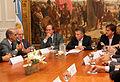 Mauricio Macri firmó un convenio para optimizar las condiciones de seguridad en obras de construcción (7178068990).jpg