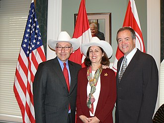 """Calgary White Hat - (L. to r.) United States Ambassador to Canada David Jacobson and his wife are """"white hatted"""" by Calgary mayor Dave Bronconnier during their first visit to Alberta, 2009"""