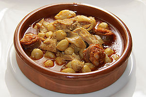 Menudo (soup) - Image: Menudocon Garbanzos