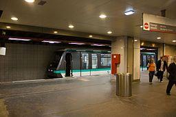 Metro L1 Grande-Arche IMG 5559