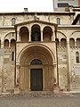 Modena - Piazza Grande - Duomo (gate) - panoramio.jpg