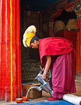 160px-Monk_in_Tashilhunpo3.jpg