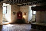 La chambre de Montaigne dans sa tour pourvue d'une cheminée et de deux fenêtres (les murs étaient autrefois richement peints). Au-dessus sa bibliothèque. Au dessous sa chapelle : un trou dans le mur lui permet de suivre la messe.