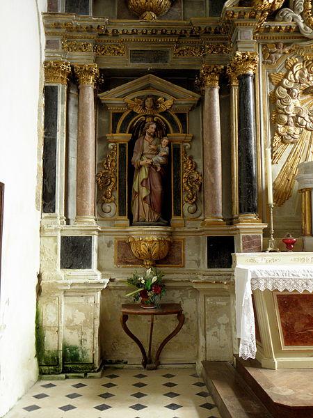 Église Saint-Pierre de Montourtier (53). Maître-autel et son retable.
