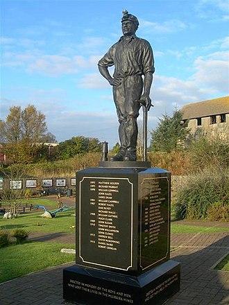 Muirkirk - Image: Muirkirk Miners' Memorial