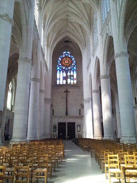 Nef de la basilique Saint-Nicolas à Saint-Nicolas-de-Port vue en direction du narthex.