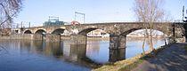 Negrelliho viadukt nad levym ramenem Vltavy.jpg