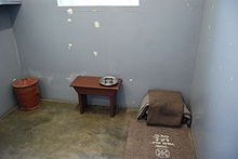 220px-Nelson_Mandela%27s_prison_cell%2C_Robben_Island%2C_South_Africa