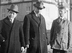 Yoshio Nishina - Yoshio Nishina, Llewellyn Thomas and Friedrich Hund, in Copenhagen in 1926